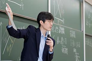 マクロ経済学/浄土 渉 教授
